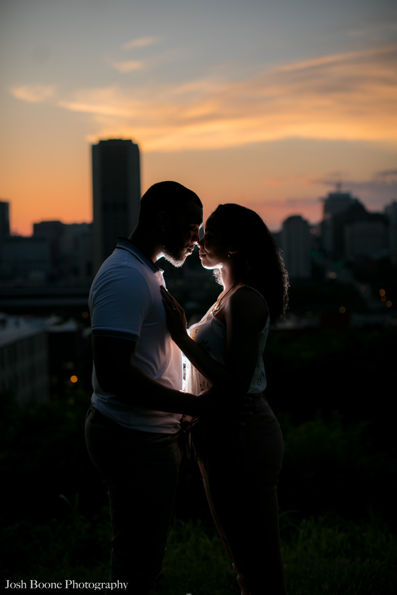 canal_walk_engagement_photos-24.jpg