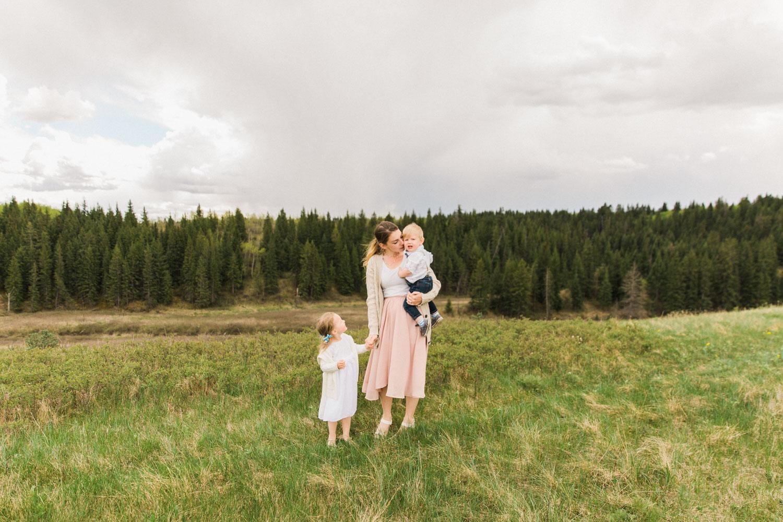 Mother's Day Picnic Calgary Lifestyle Photographer Guenard Photography