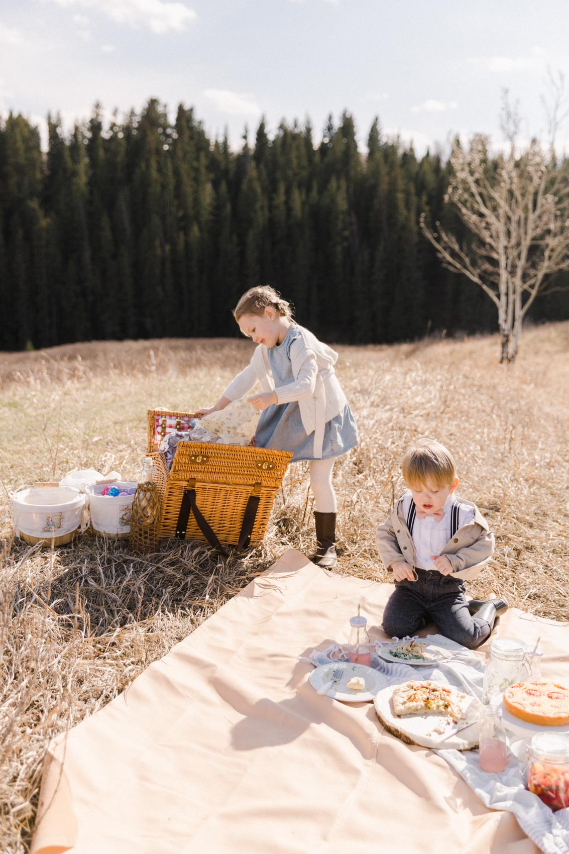 Outdoor Easter ideas in Calgary, egg hunt and picnic family photographer Jennie Guenard Photography