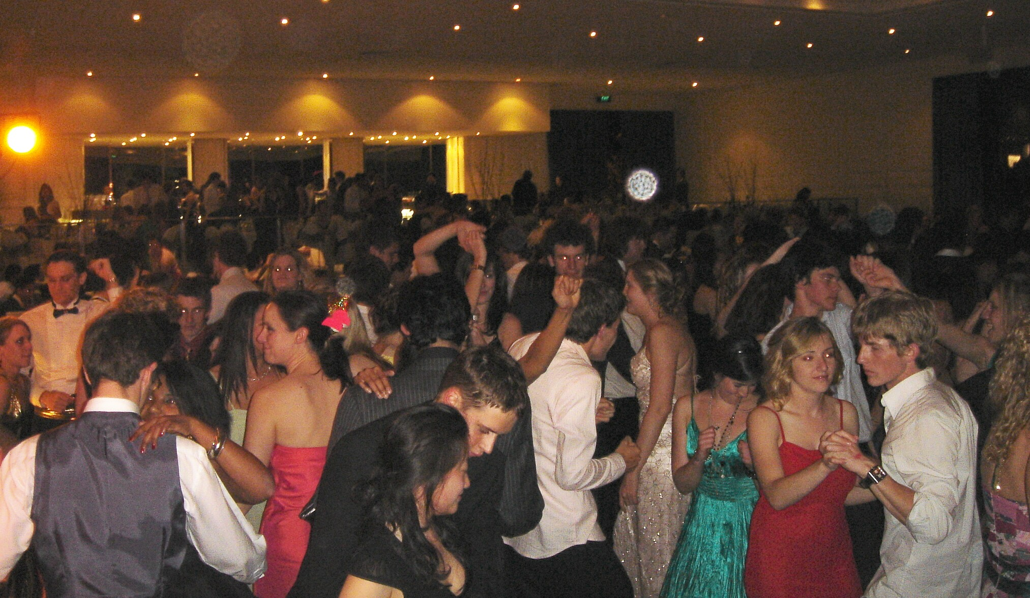 Monash Medical Ball 6th October 2006 - Leonda 05903.jpg