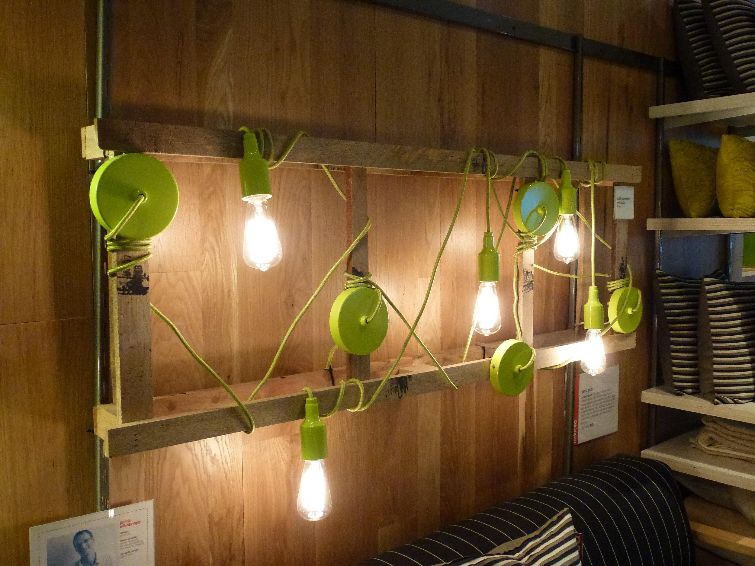 Lampe mit Palettenkonstruktion.jpg