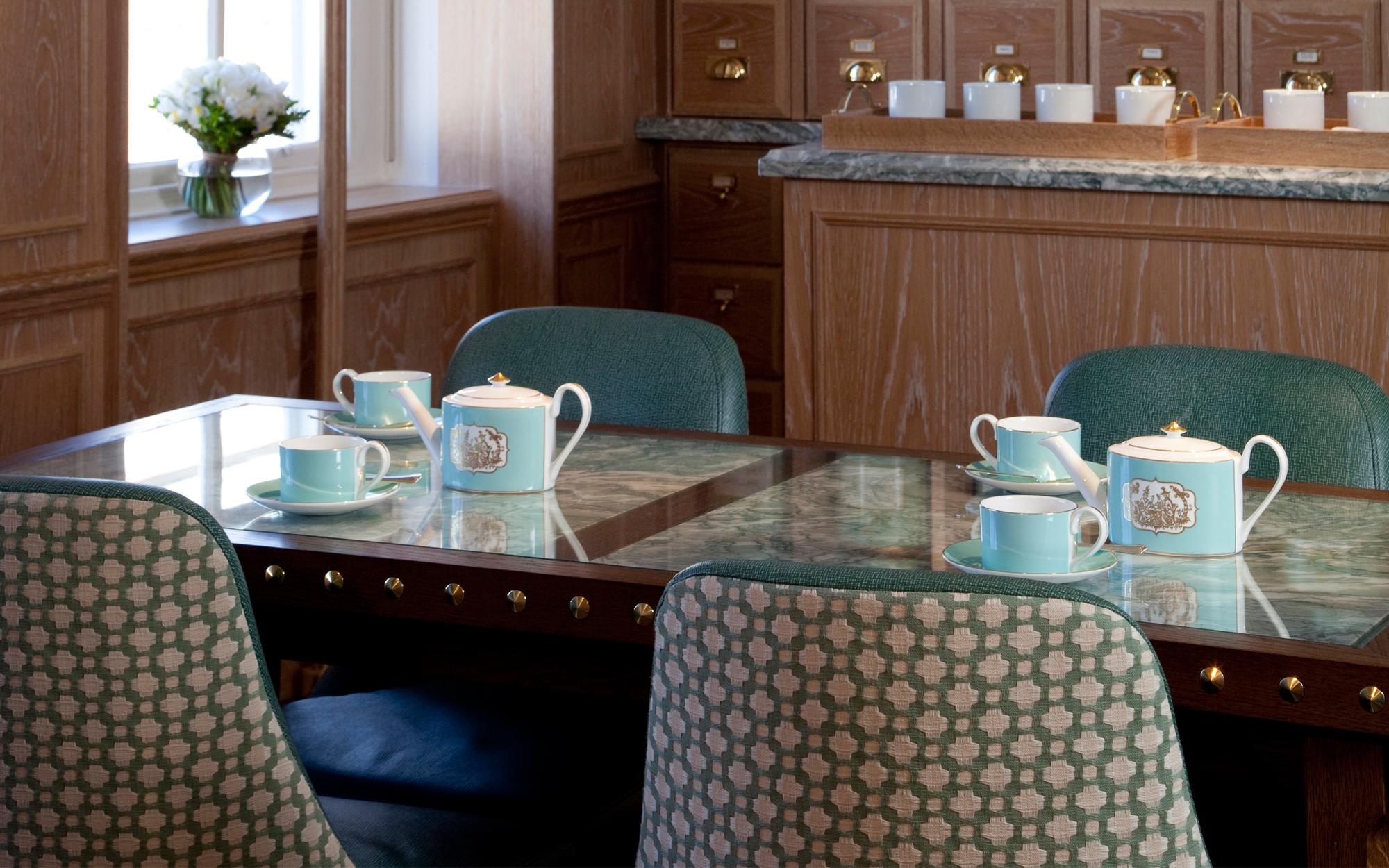 fortnummason-diamondjubilee-tearoom-table.jpg
