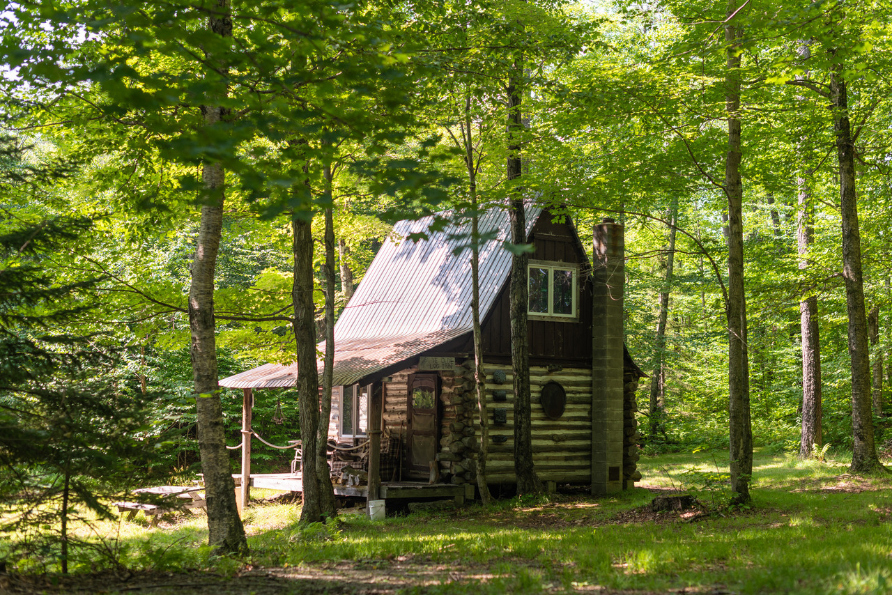 Ye Old Cabin,  Montgomery, Vermont    Nathanael Asaro  /  @nathanaelasaro
