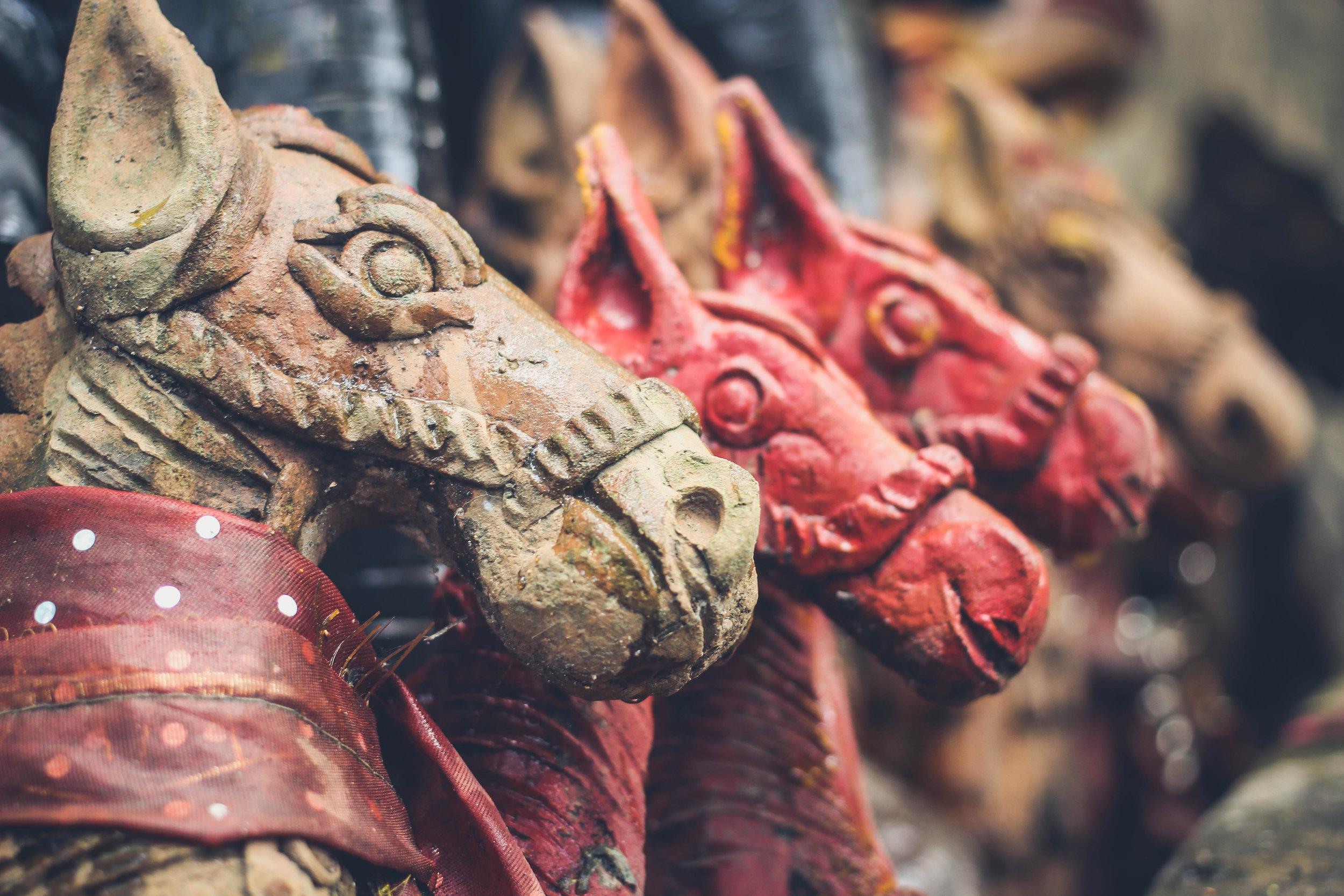 Carved horses Pritiranjan-Maharana Unsplash