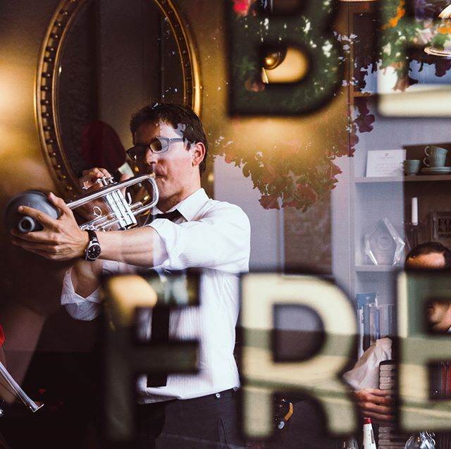 It's hard to believe that it's already been a week since the beginning of #winchjazzfest 2019! We're still buzzing from all the stand-out events over the weekend - one of the most charming being Bad Cat performing to a packed room at @cabinetrooms as pictured here. Can we do it all over again!? 🎺 Matthew Shelton 📷 @annadingdingding