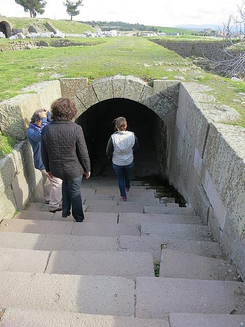 3.1364419864.heading-into-tunnel.jpg