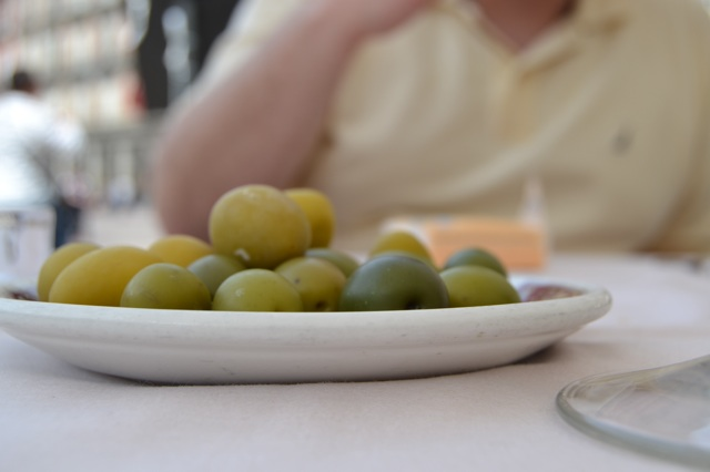 4.1397637664.olives-with-every-drink.jpg