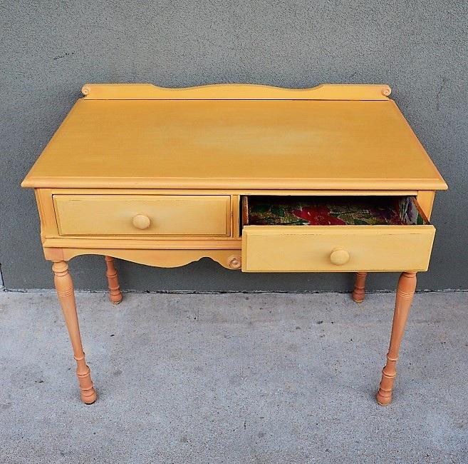 Arles Desk
