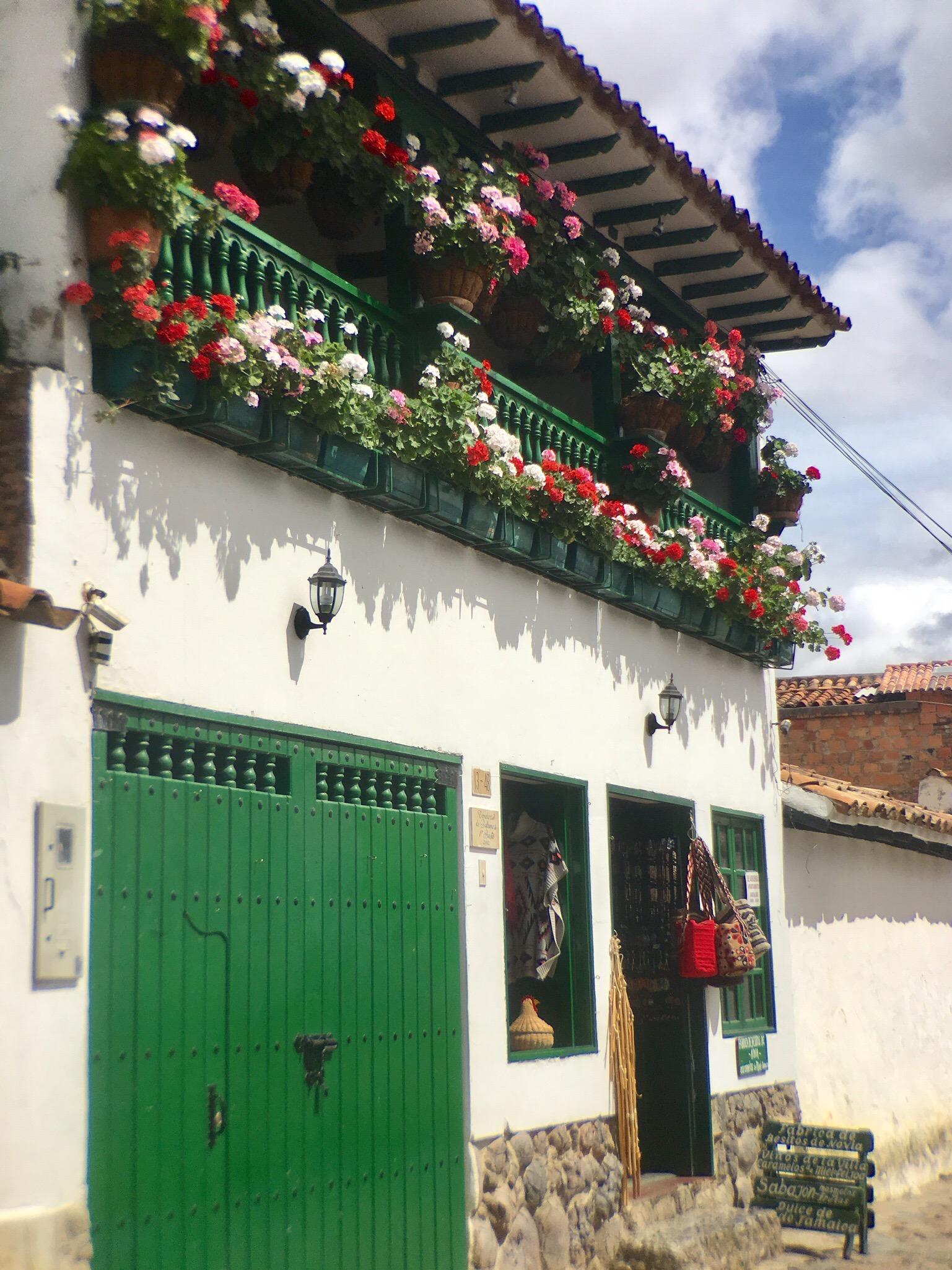 Flower Balcony, Leiva