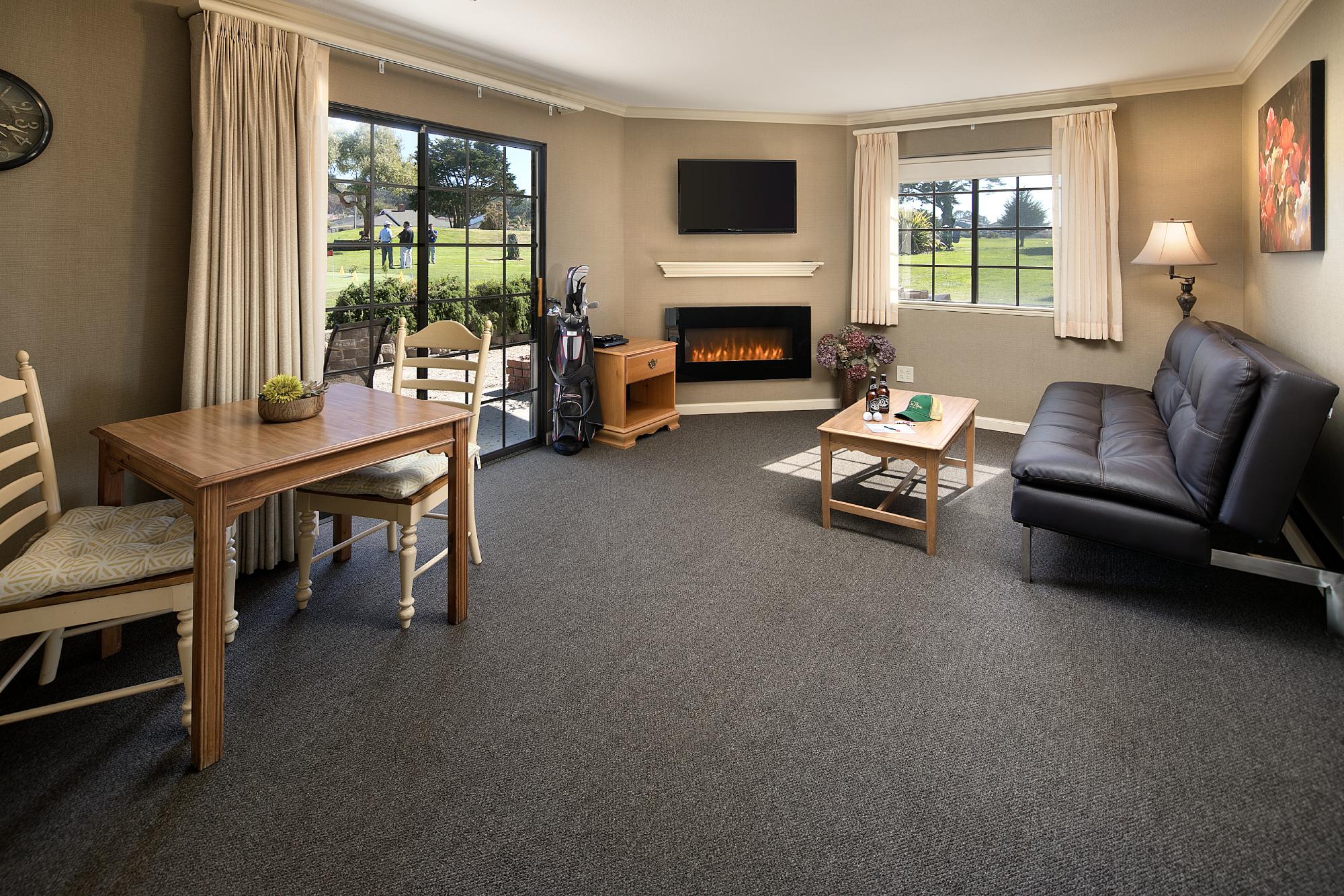 LRSeaPinesResort_Suite-living-room.png