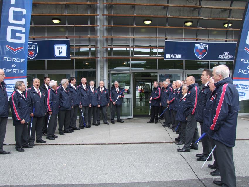 The choir singing as the players arrive.jpg