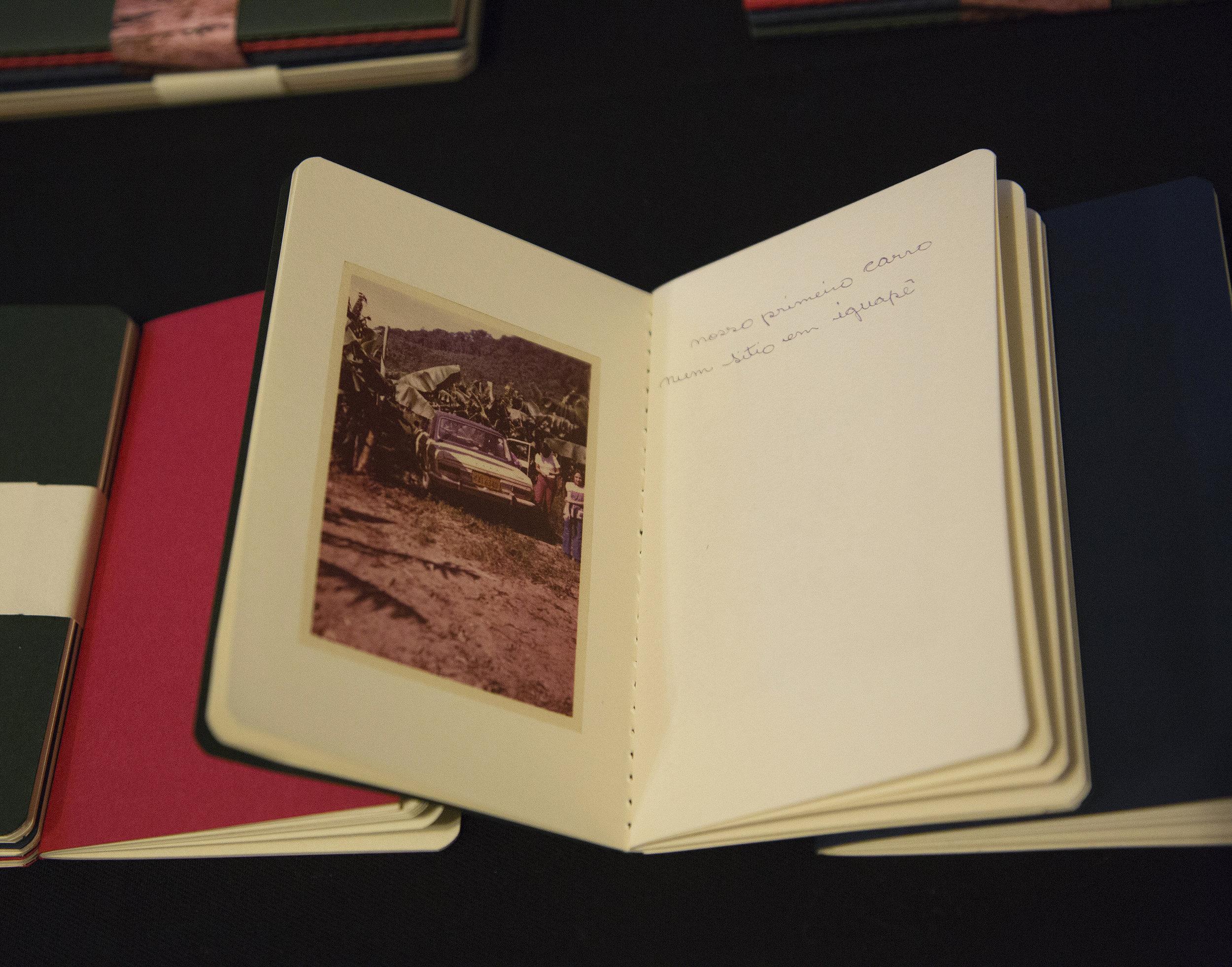 Futuro do Pretérito. Edição de 100 exemplares, em três volumes de pequeno formato, numerados e assinados pela autora.