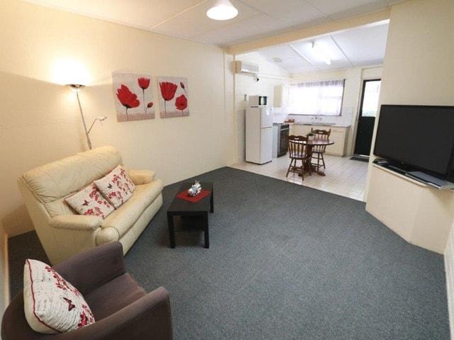 best-western-melaleuca-motel-accommodation-robe-one-bedroom-deluxe-spa-apartment.jpeg