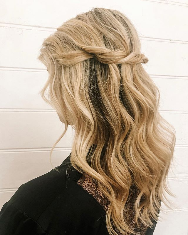 Warm highlights and beachy waves to contrast this chilly winter ☀️