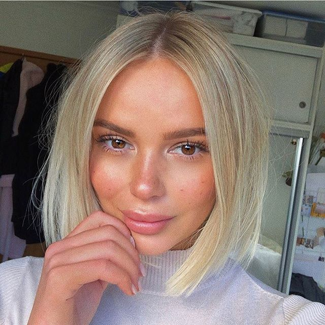 Our girl @lornamunro looking gorg as always with her new hair 💇🏼♀️ love visits from this honey, she is like a breath of fresh air 🌻 Cut & colour by me @lexibannister_hair @dnaorganics . . . . #lbhsalon#canberra#canberrahairdresser#blondes#hairdressing#canberracolourist#blondehair#bobhaircut#