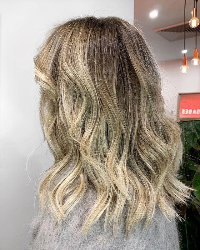Oh hello spunky! Fresh colour @lexibannister_hair using @dnaorganics.aus with the waves y'all seem to lurve! Hope you had a good weekend & ready to smash it this week. Happy Sunday Funday. #lexibannisterhair #dnaorganics .. .. .. #blondeme #shorthairlife #warmblonde #livedinblonde #dimensionalblonde #hairwaves #hairshine #sunkissedhair #maneaddicts #modernsalon #sydneycolourist #allaboutthehair #blondebalyage #highlightsandlowlights #inspirehairstyles #canberrahair #canberrasalon