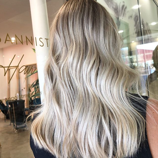 Spring is almost here! @kateisyourmate is ready and so am I! 🌼🌊 @lexibannister_hair .. . . @dnaorganics  #lbhsalon#dnaorganics#organichaircare#blondes#wavyhair#texture#balayage#livedinblonde#colourist#canberra#hairdressing#hairdresser#canberrahairdresser