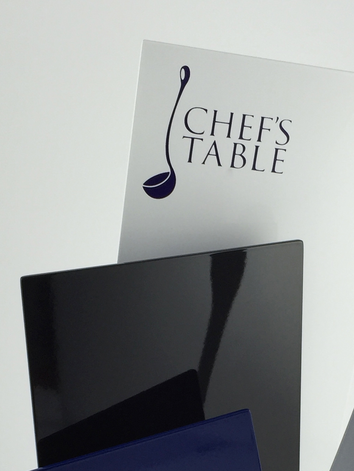 Chefs-table-aluminium-trohpy-award-01.jpg