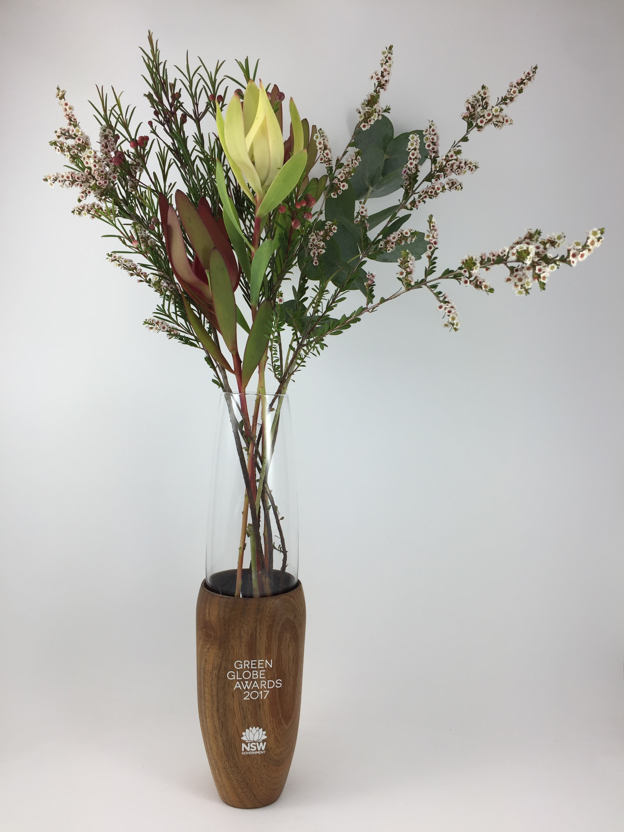 green-globe-awards-timber-eco-glass-trophy-vase-03.jpg