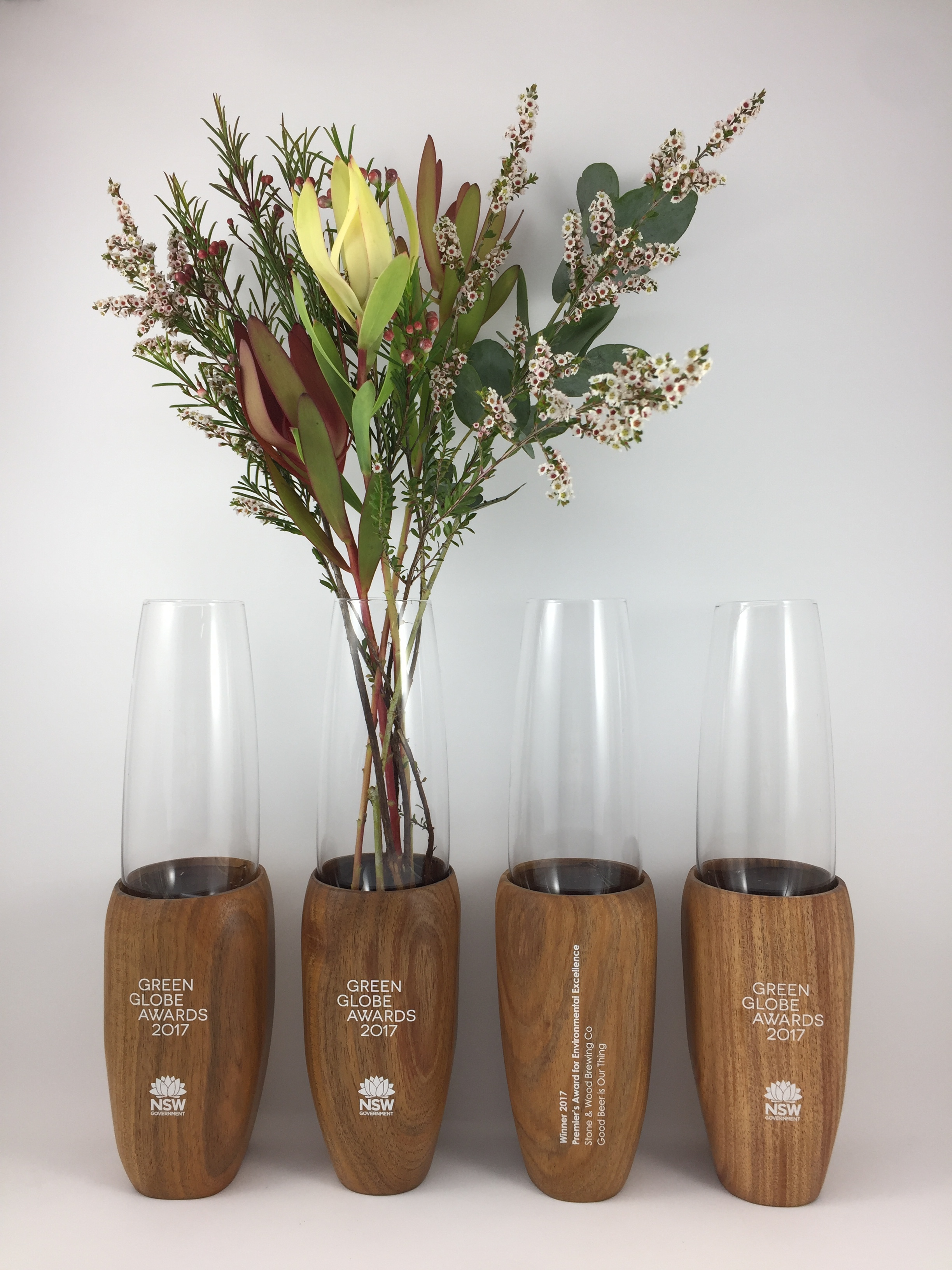 green-globe-awards-timber-eco-glass-trophy-vase-06.jpg