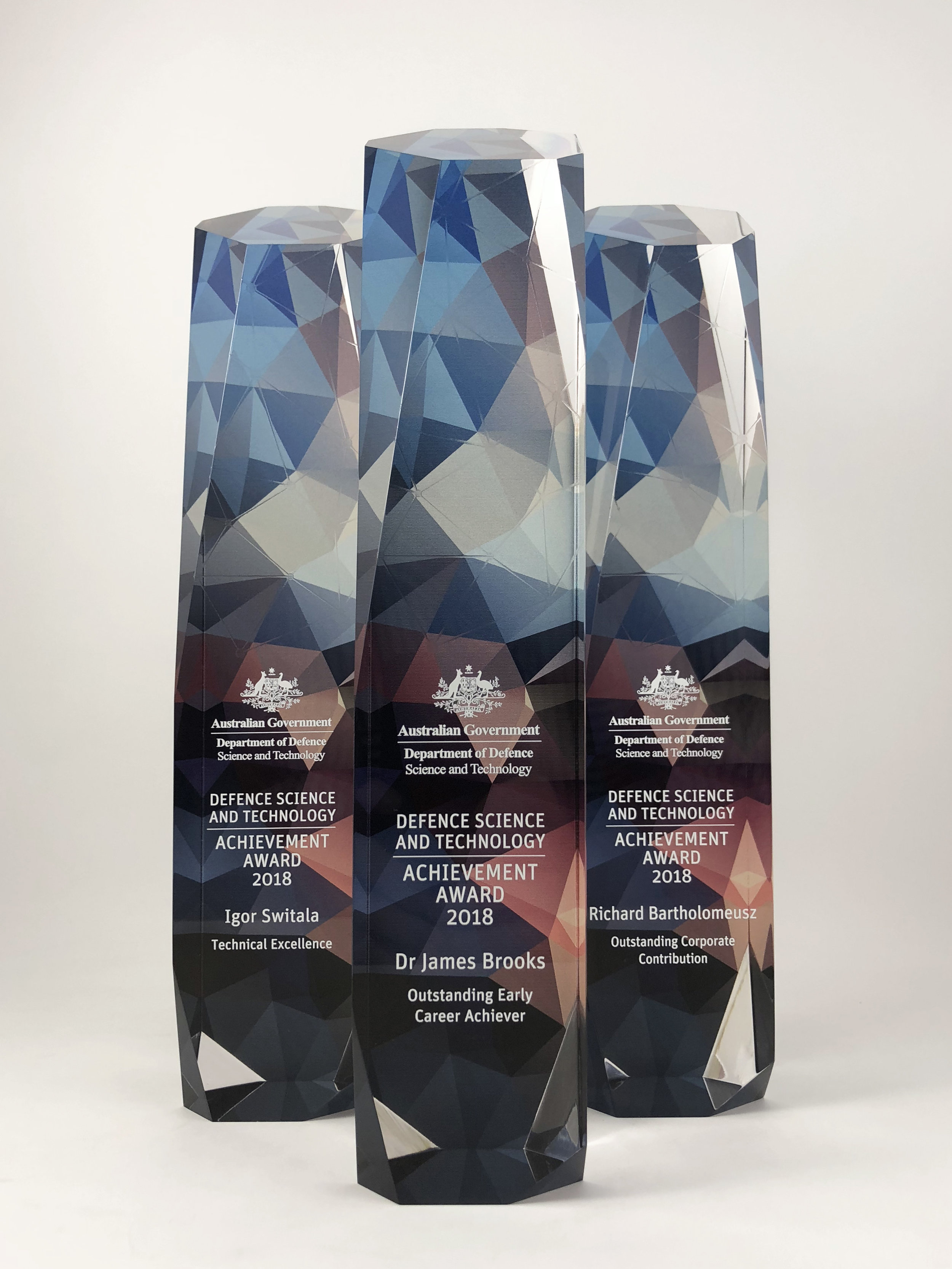 australian-defence-science-technology-achievement-awards-acrylic-trophy-01.jpg