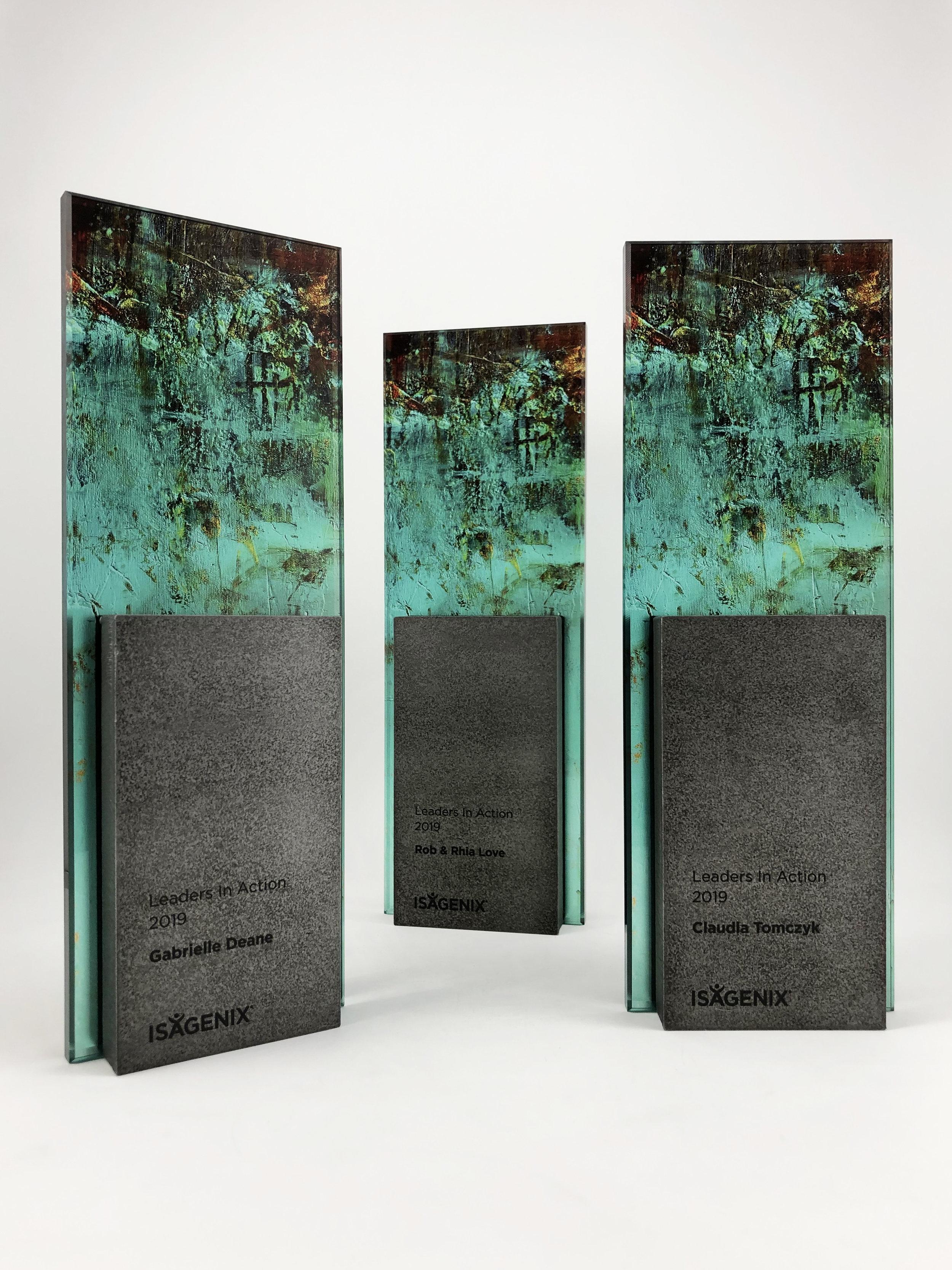 isagenix-metal-glass-art-trophy-awards-sculpture-2019-01.jpg