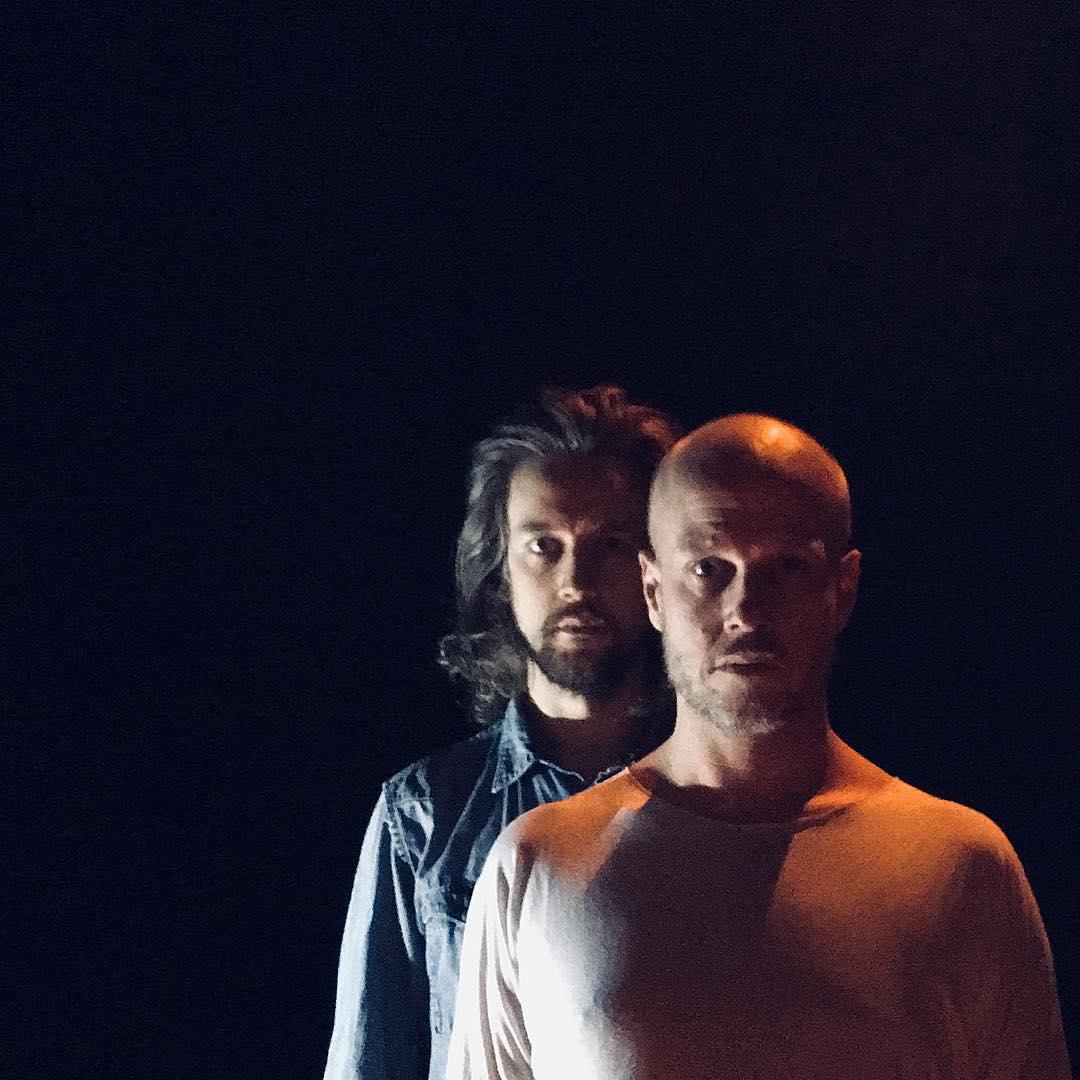 Emil Roos Lindberg och Johan Svensson. Foto: SPECT scenkonst.