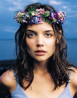 Katie Holmes had a tight flower crown game.