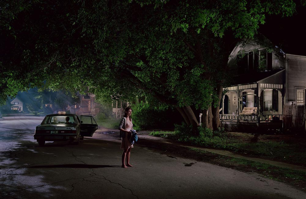 Gregory Crewdson, Beneath the Roses  .