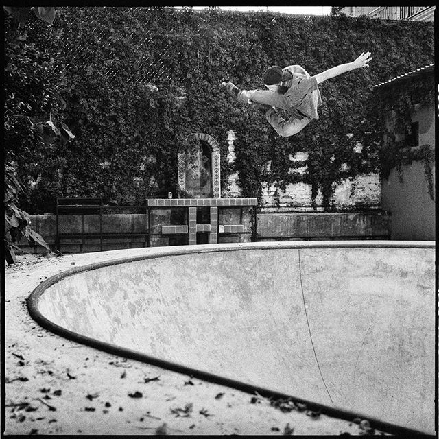 This is likely one of the first photographs I had ever shot with strobe lighting on medium format film. Glad it didn't turn out blank, and glad it's from one of the guys who is the reason why I first even got into shooting film. Thanks for everything Brandon. This photograph is featured in @hermanos.film and is also one of the cover options. Check out more at www.hermanos.film Brandon Smith - Stale - Mexgroove bowl GDL,MX