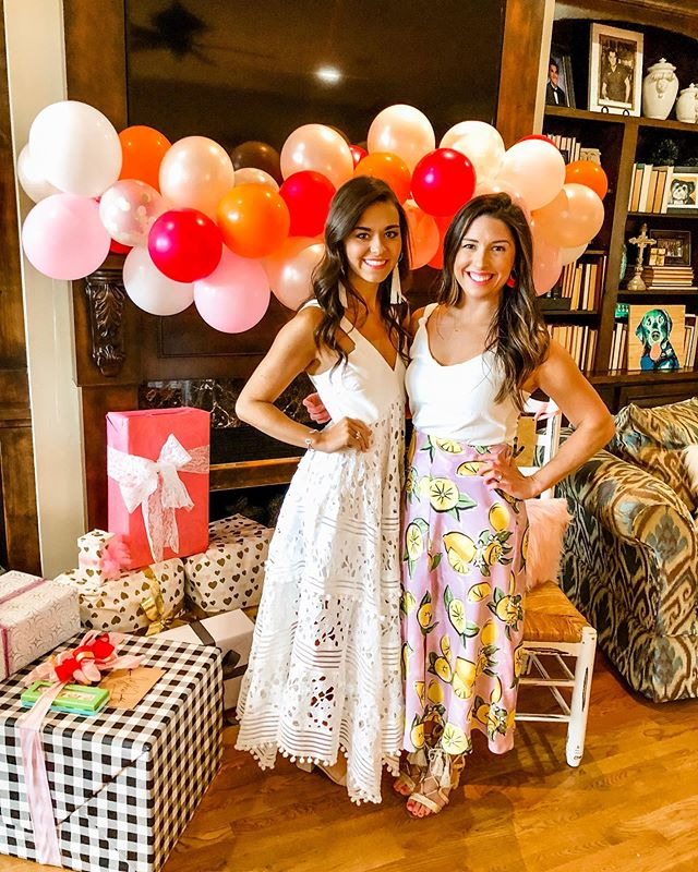 Absolutely LOVED hosting a Bridal Shower Brunch for my beautiful cousin, @tpres26 today! 🍋🍊 70 days until the she's a Mrs 💍#SolotoSolorzano  Beautiful citrus florals from @blossomandbranch  Fun balloon garlands from @whitethreadparty