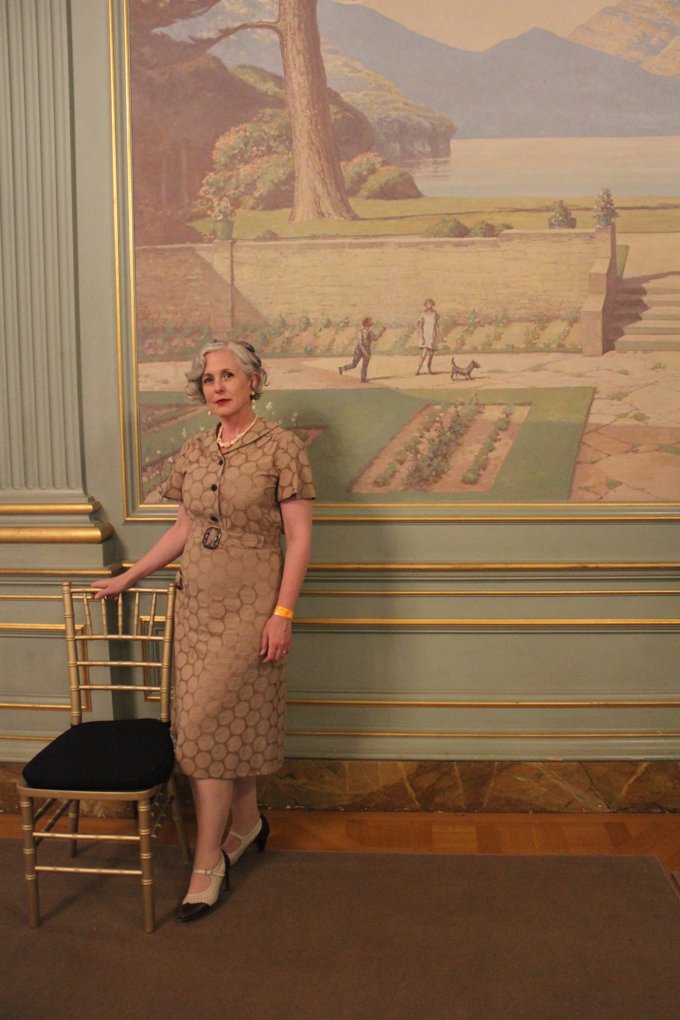 Here I am in the Ballroom, wearing a dress I made from a vintage 1930's pattern. Don't I fit right in?