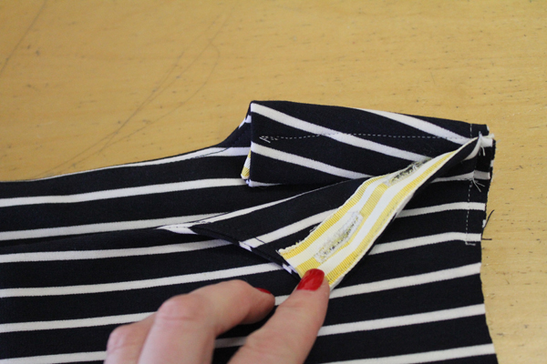 I used the grosgrain ribbon to line the button plackets at the shoulder and on the sleeves.