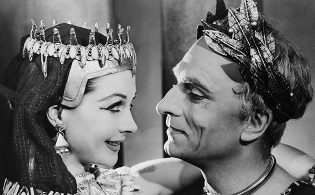 Vivien Leigh > Elizabeth Taylor. This is the Cleopatra I choose to immortalize on this blog!