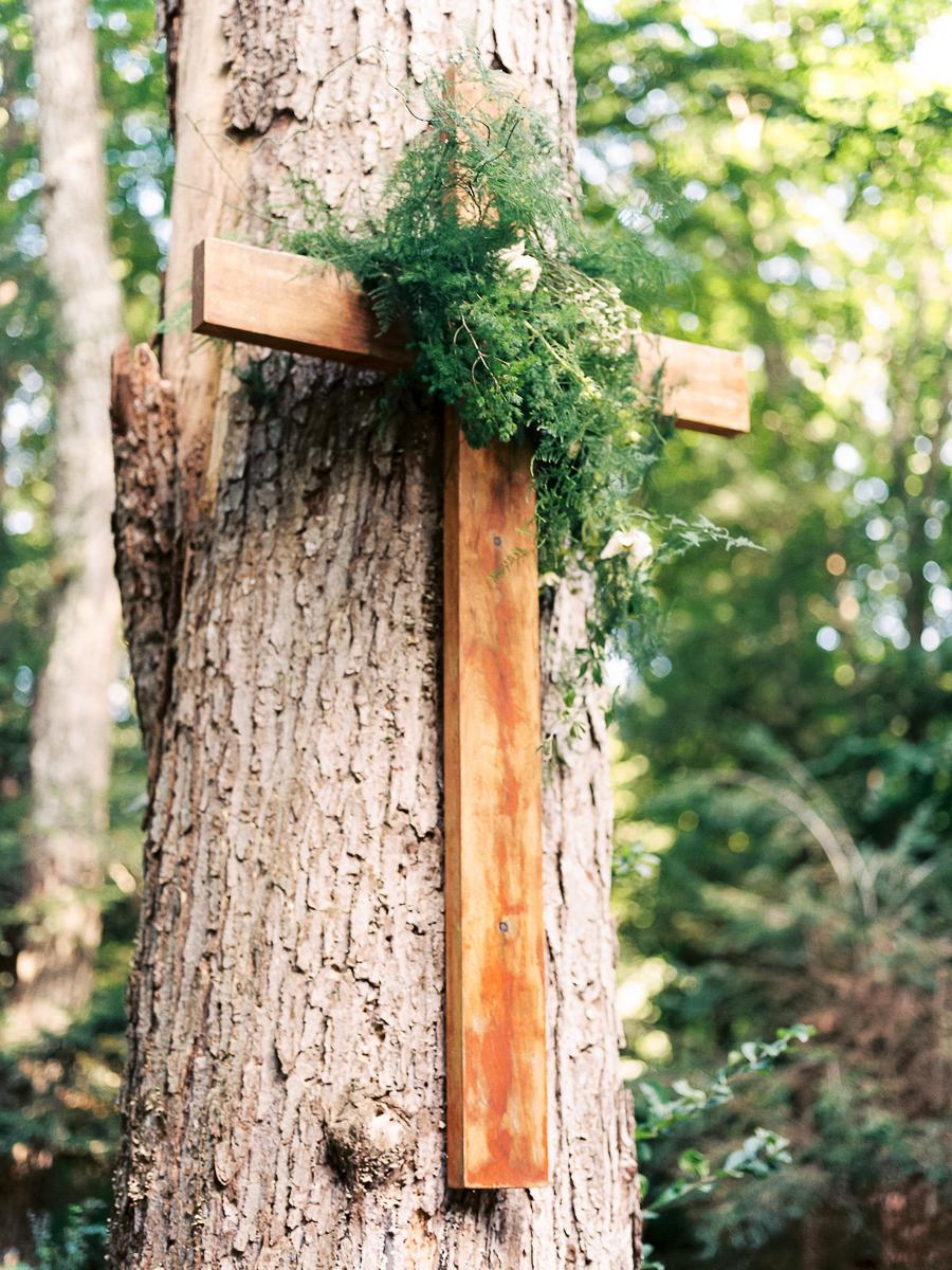 Bedford-New-York-Wedding-Chapel-in-the-Woods-012.jpg