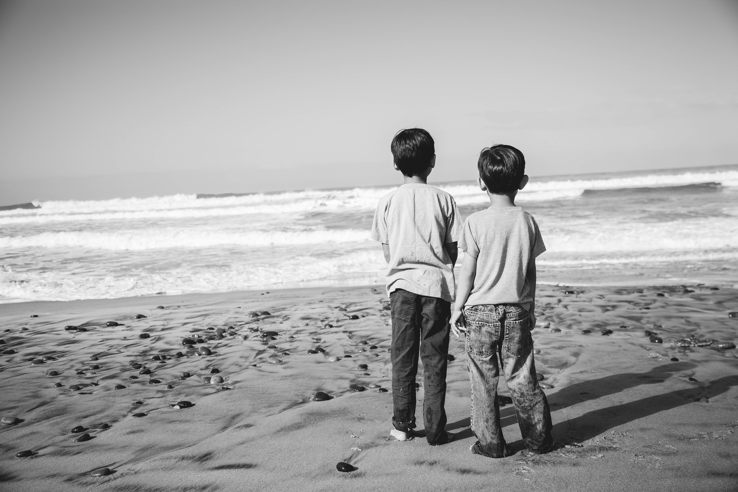 boys siblings brothers beach california cali san diego savannah georgia atlanta kids family photographer calm sweet brotherly moment