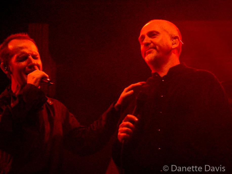 Iarla Ó Lionáird and Peter Gabriel, WOMAD 2001,  Redmond, WA
