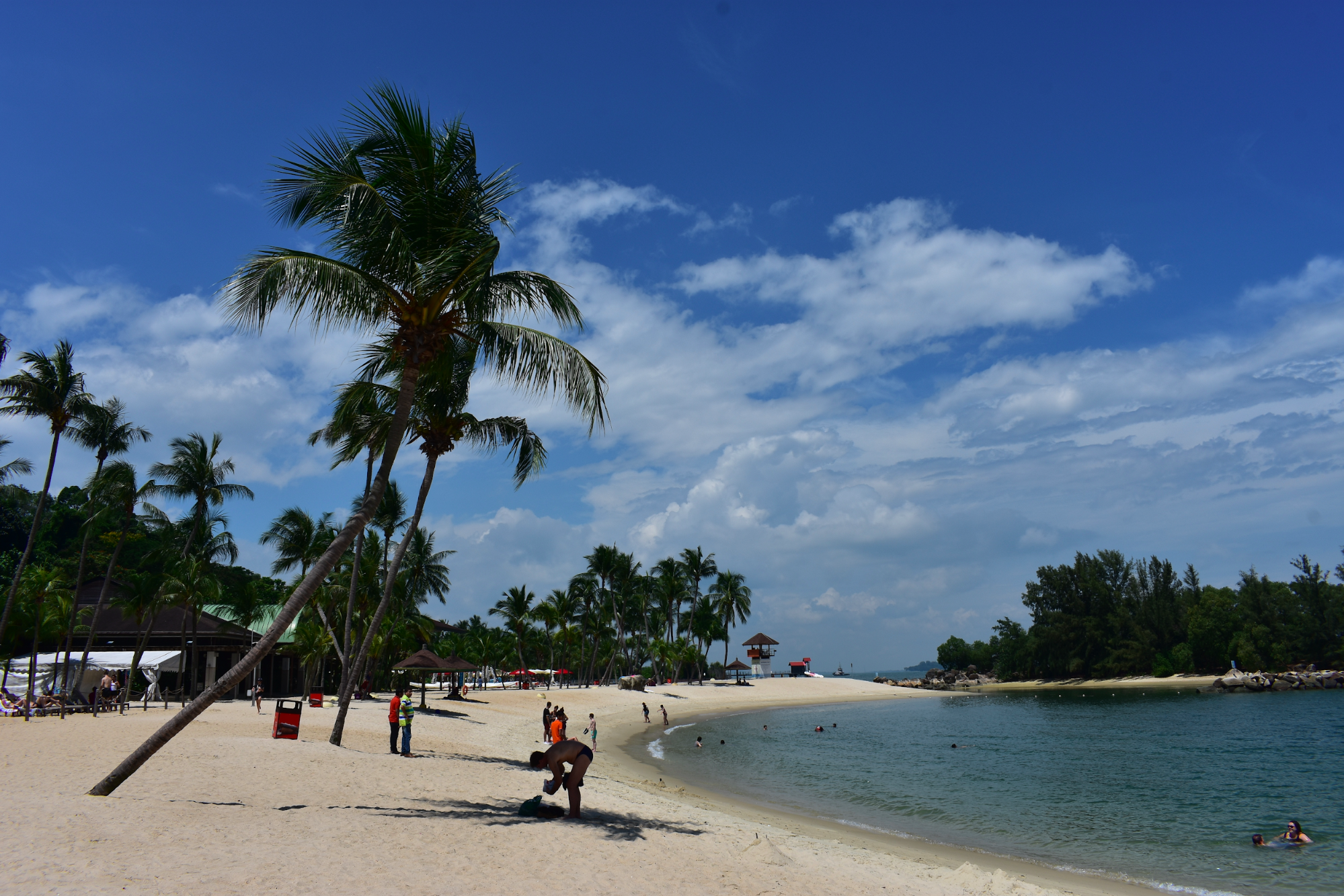 The beautiful island of Sentosa, only a few minutes (MRT, bus, car) from mainland Singapore