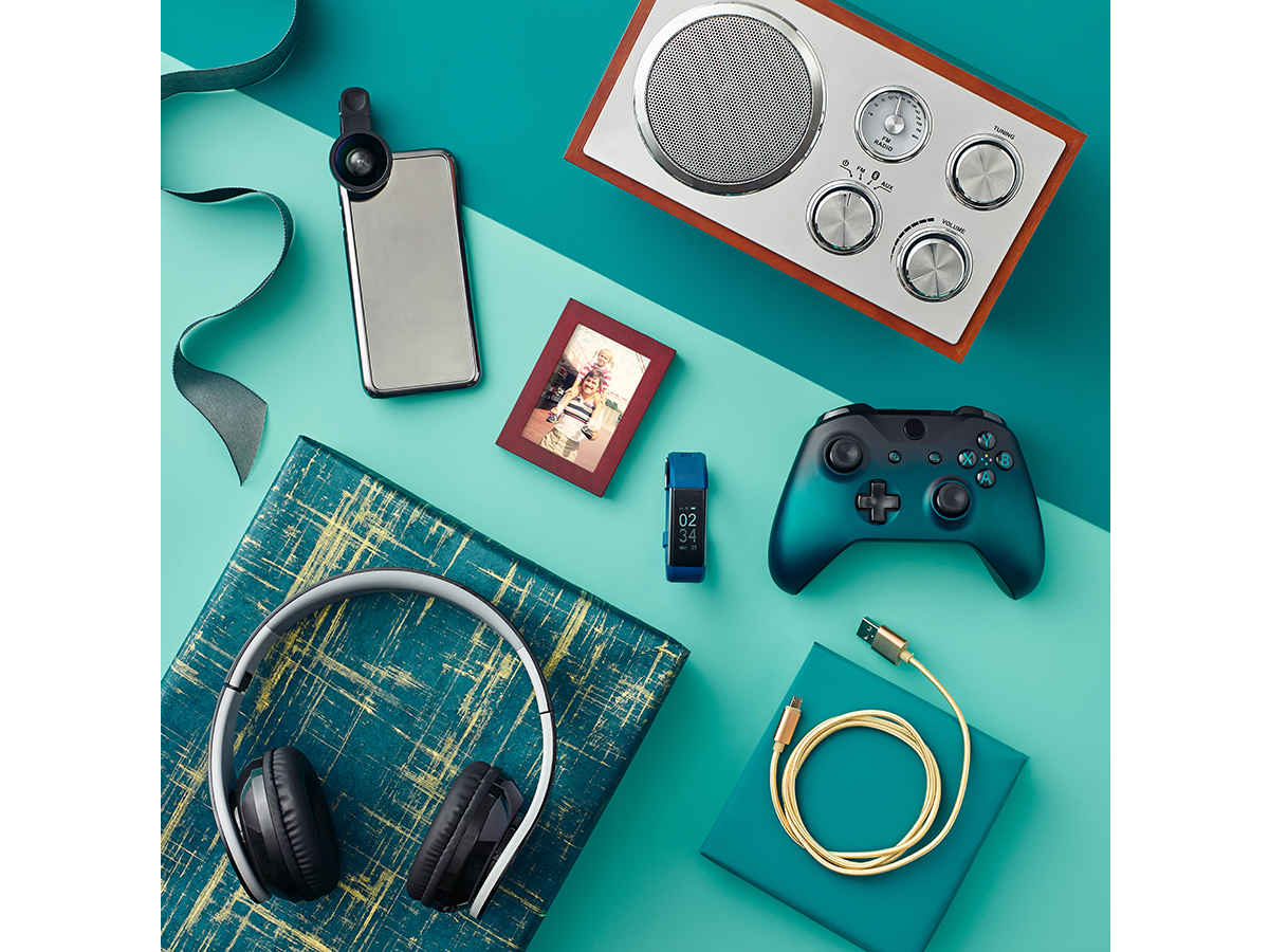 simon_malls_2018_04_11_CLEBRATE_HIM_WITH_GADGETS_jenna_gang_v2_1200x900.png