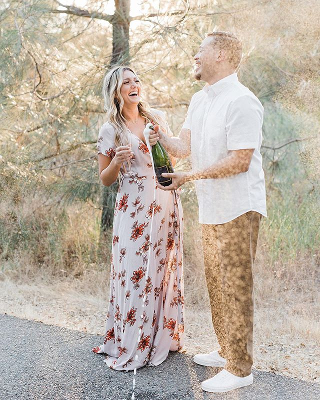 POP THE CHAMPAGNE because Kristen & Mike's sun-soaked engagement session is on the blog (link in bio)! I had so much fun with these two — they had me cracking up their entire session. 😂 I can't wait for their #2020wedding at @barnsatwillowcreek! 💞 HAIR: @shelbr // MUA: @alexadiasmakeup // DRESS: @vicidolls