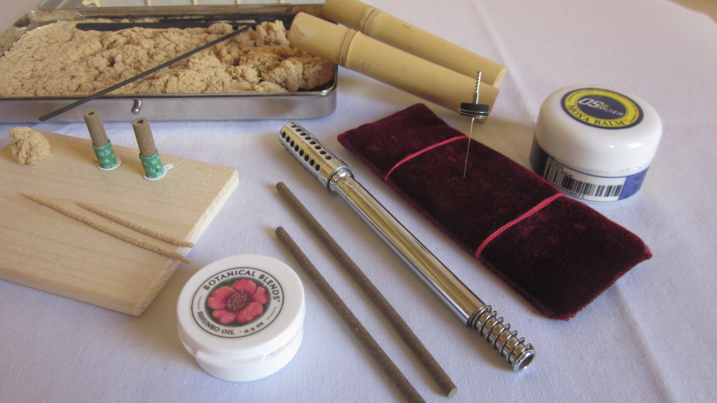 We use different types of Moxibustion in our treatments depending on the condition. From left to right: Punk moxa, hand-rolled thread moxa for rice grain technique, stick-on moxa, tiger roller and warm needle moxa.