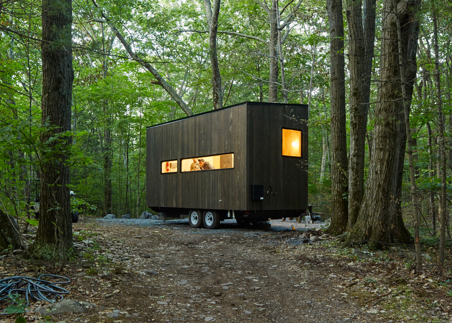 getaway-cabin-eleanor-photo-roderick-aichinger_dezeen_1568_0.jpg
