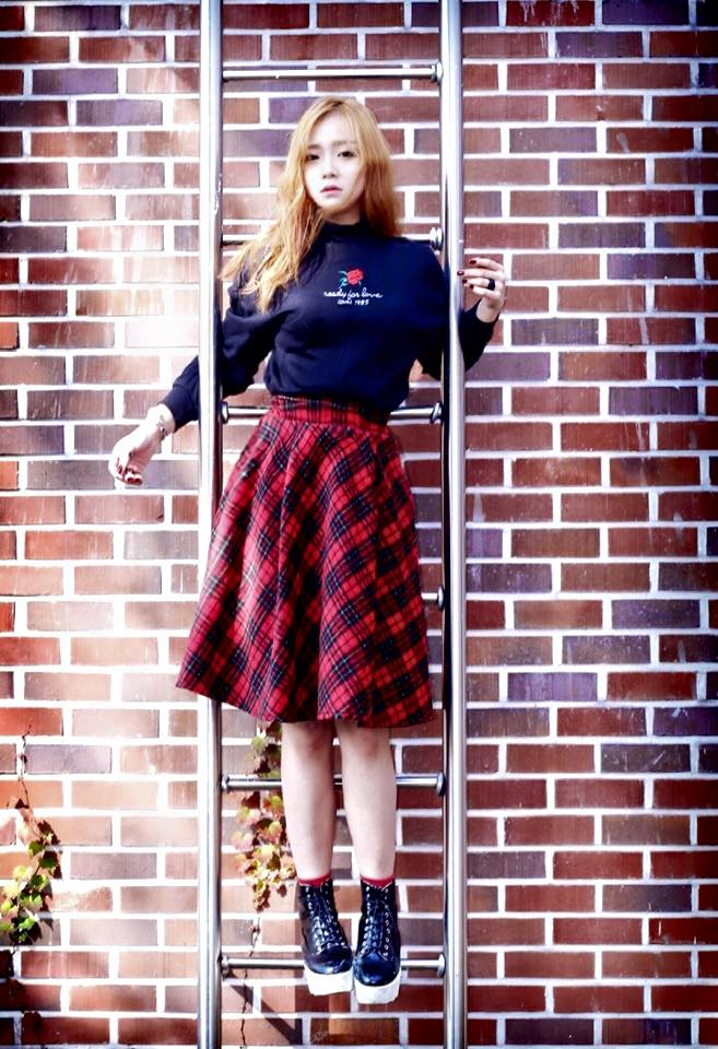 Fig. 11 -- Soyeon's preferred style seems to be duplicating the fashion editorial shoots that populate fashion magazines.
