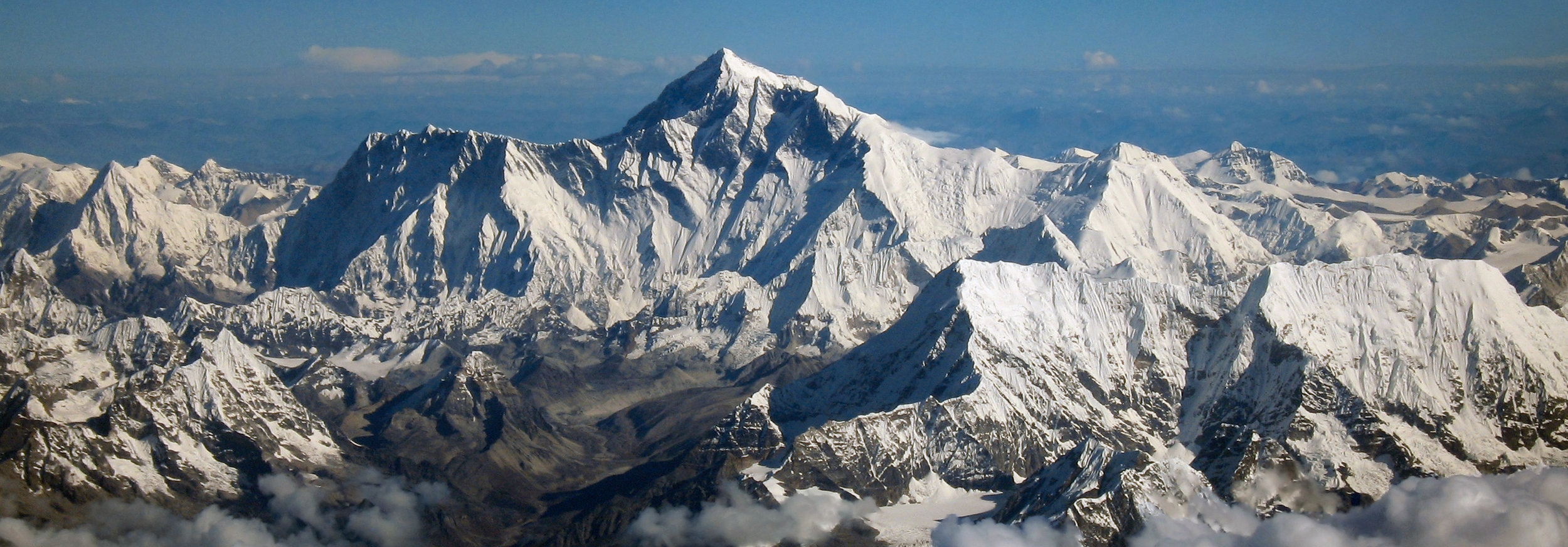 Mount_Everest_as_seen_from_Drukair2_PLW_edit.jpg