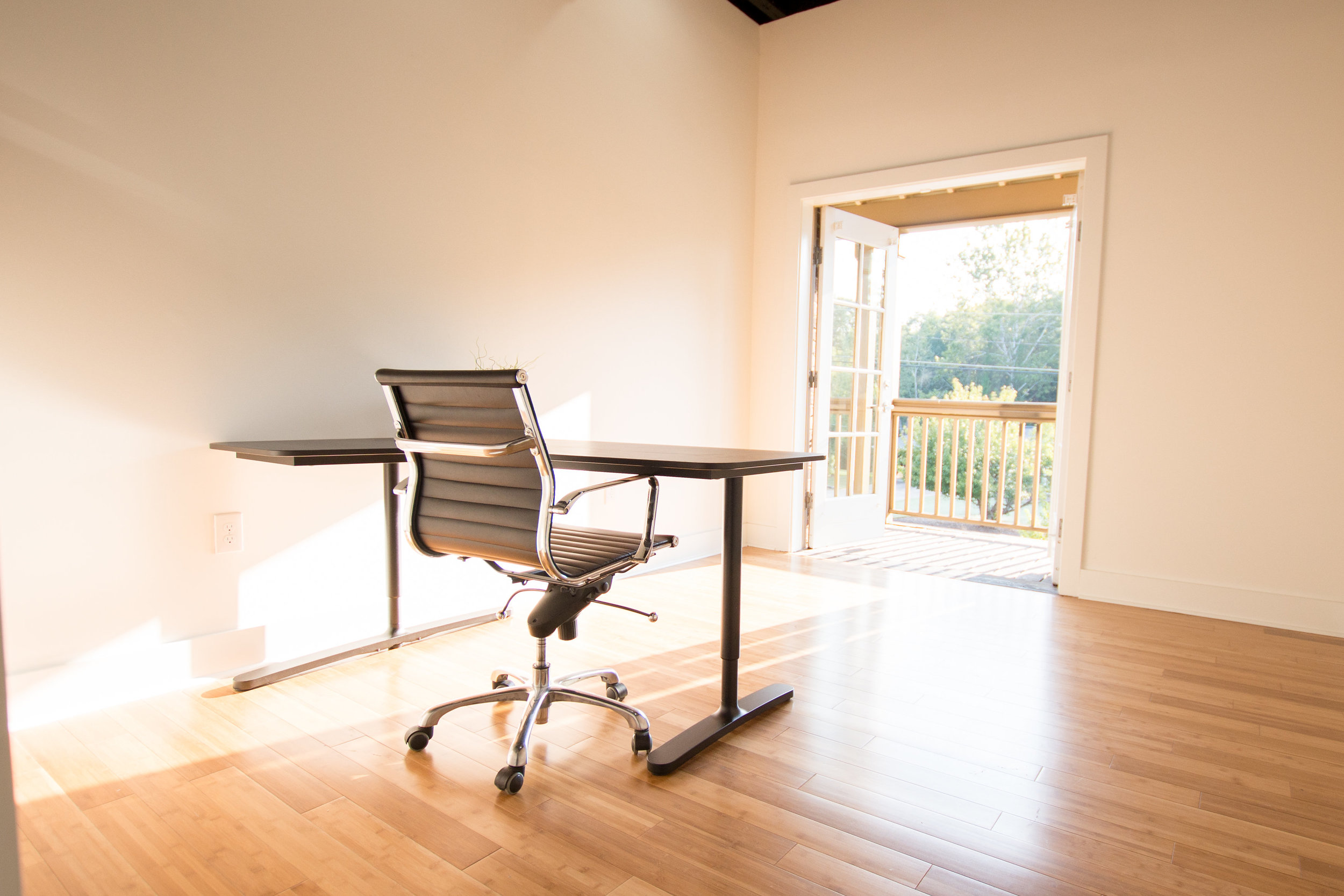 Private Office - $895 and up (mo)Furniture | WiFi | 24/7 access | mailbox services | 15hrs meeting room