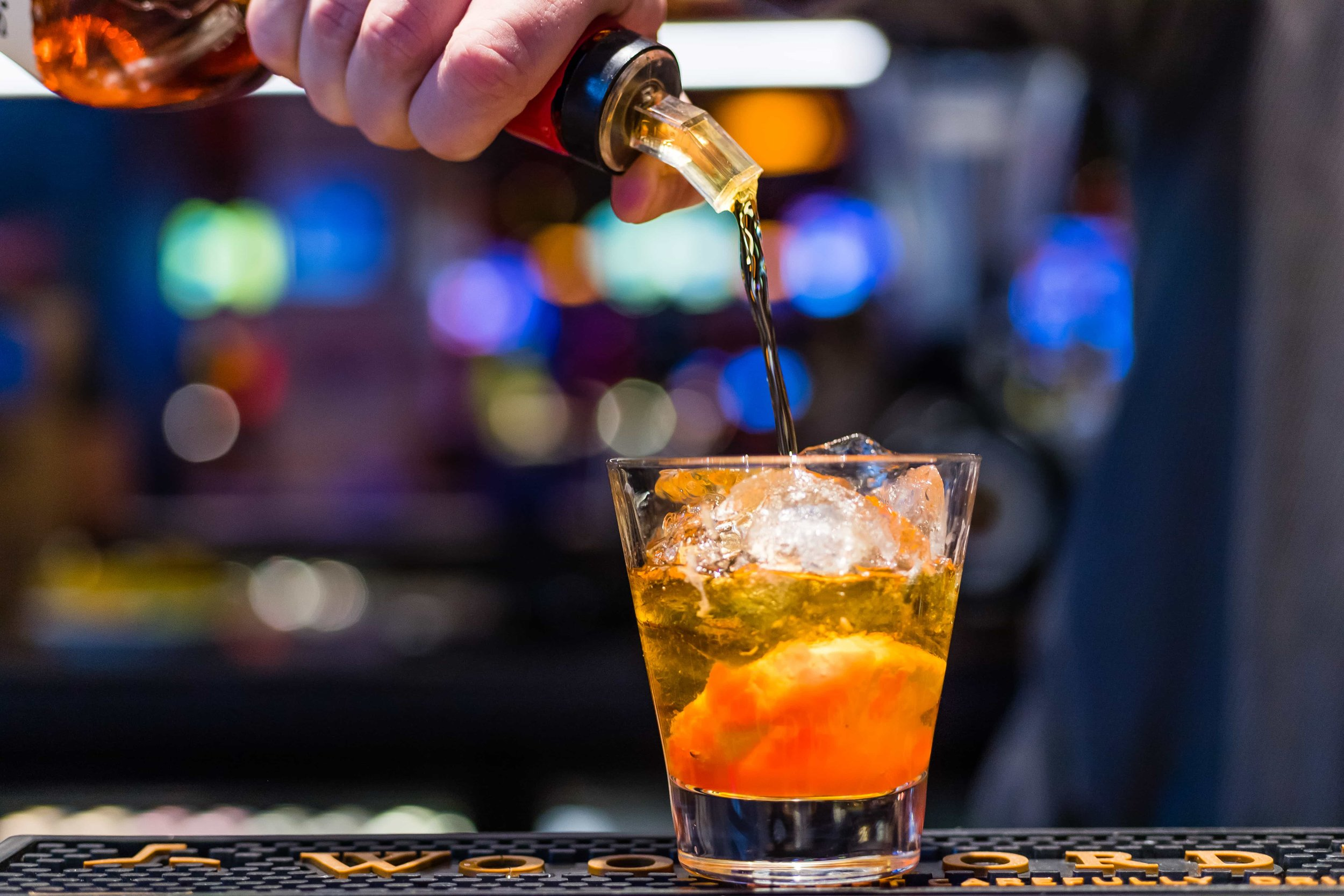 drinks-cocktail-pour.jpg