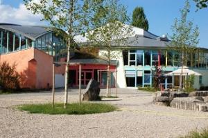 640px-Ismaning_Waldorfschule.jpeg
