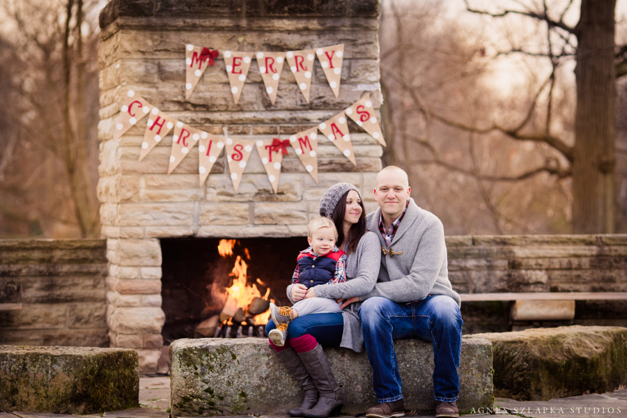 outside fireplace family photography session clevealnd