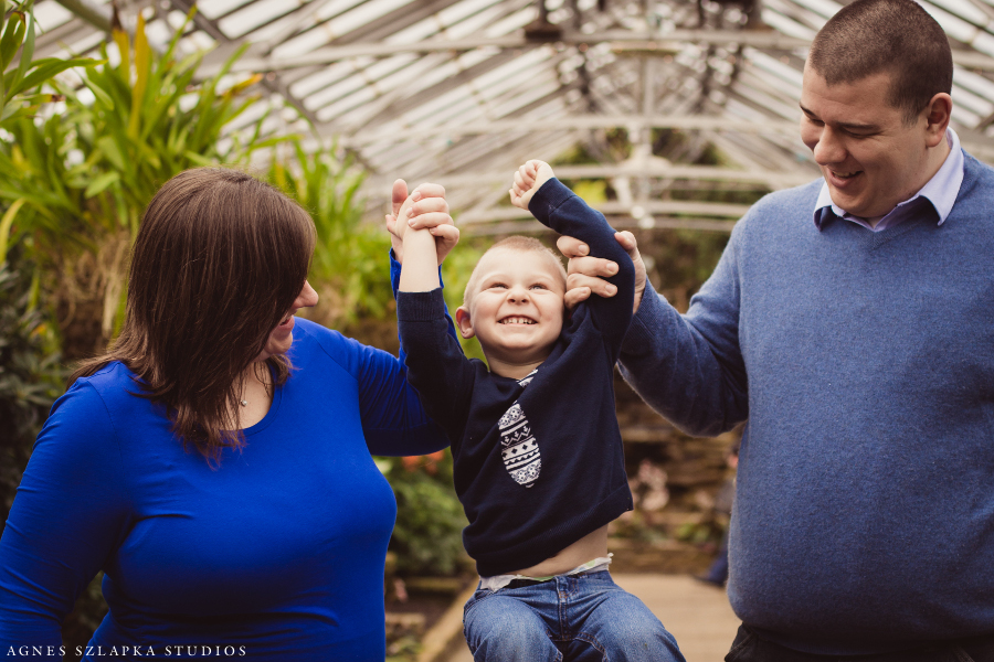 a sister on the way-rockefeller park greenhouse | cleveland maternity photographer