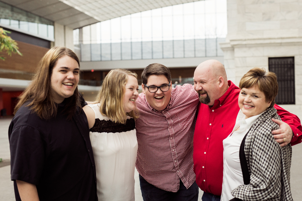 family of five at cleveland museum of art | wade oval portrait photographer
